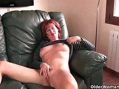 Redheaded grown-up mom plays alongside her nipples and pussy