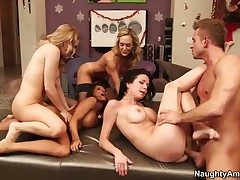 Lexi Pulchritude plays with her clit as she
