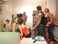 Comme �a hottie Mandie together with Arielle shows it