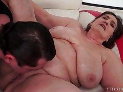 Superannuated BBW fucked in her bald pussy