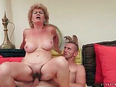 Puckered granny with thick baps rails her man