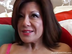 Wonderful mature female plays with her wet fuckbox
